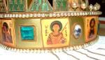 Icoana Sf. Dumitru, pe Coroana Sfântului Ștefan al Ungariei Sursa imagine: http://upload.wikimedia.org/wikipedia/commons/5/53/Szent_Korona_Demeter.JPG